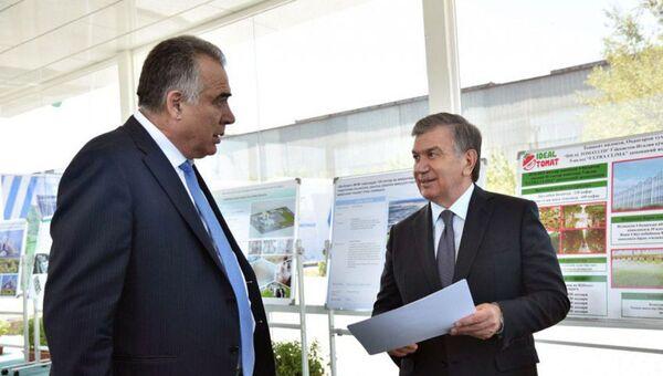 Шавкат Мирзиёев ознакомился с презентацией проектов по социально-экономическому развитию Ташкентской области - Sputnik Ўзбекистон
