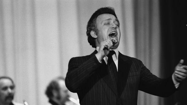 Народный артист РСФСР, советский эстрадный певец (баритон) Иосиф Давыдович Кобзон дает концерт в Кабуле. - Sputnik Узбекистан