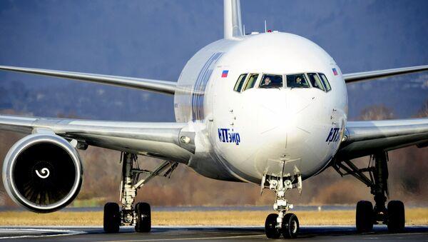 Samolet  aviakompanii YUTeyr  - Sputnik Oʻzbekiston