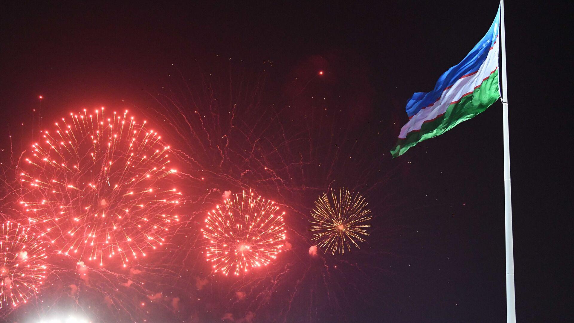 Праздничный салют в Ташкенте в честь Дня Независимости Узбекистана - Sputnik Узбекистан, 1920, 11.10.2021