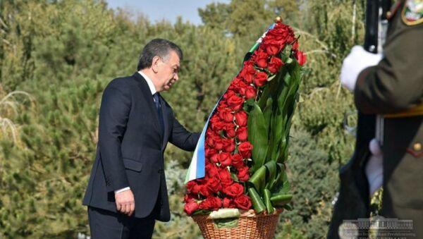 Президент Шавкат Мирзиёев почтил память Ислама Каримова - Sputnik Ўзбекистон