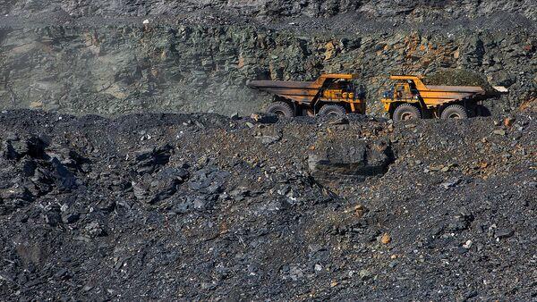 Добыча золотосодержащей породы на рудниках - Sputnik Ўзбекистон
