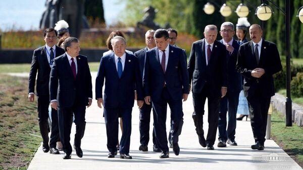 Главы тюркоязычных стран на встрече в Кыргызстане - Sputnik Узбекистан
