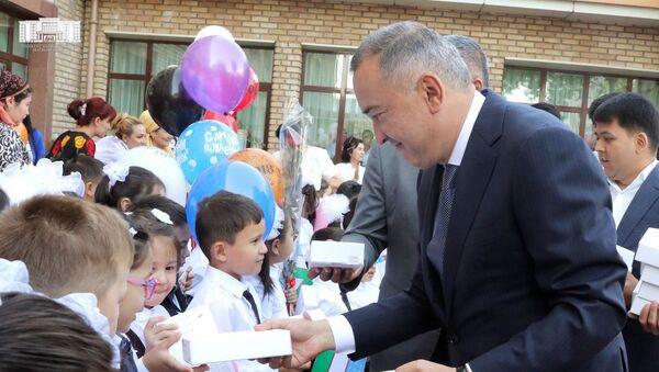 Хоким Ташкента посетил родную школу - Sputnik Ўзбекистон