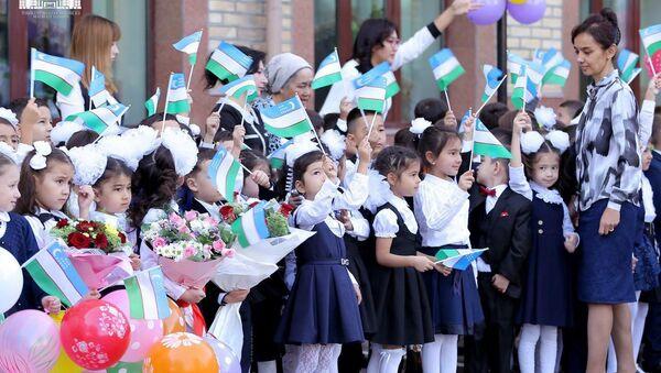 Uchebnыy god v shkolax Uzbekistana nachalsya 5 sentyabrya - Sputnik Oʻzbekiston