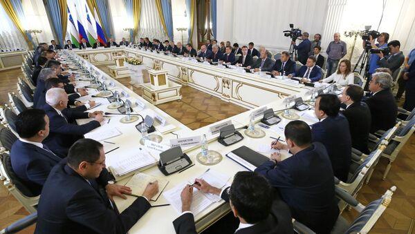 Премьер-министр РФ Д. Медведев встретился с премьер-министром Узбекистана А. Ариповым  - Sputnik Ўзбекистон