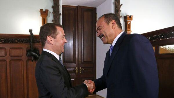 Premyer-ministr RF D. Medvedev vstretilsya s premyer-ministrom Uzbekistana A. Aripovыm  - Sputnik Oʻzbekiston