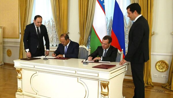 Премьер-министр Узбекистана Абдулла Арипов и глава правительства РФ Дмитрий Медведев - Sputnik Ўзбекистон