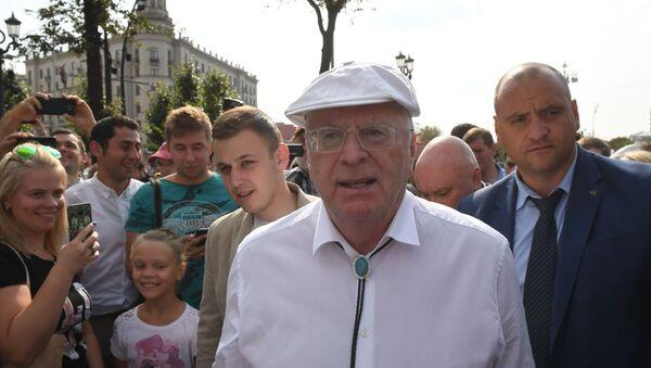 Митинги против пенсионной реформы в России - Sputnik Узбекистан
