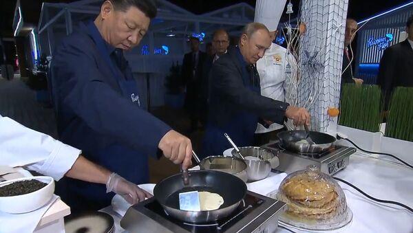 Мы же в России - лидеры КНР и России приготовили блины и пригубили водку - Sputnik Ўзбекистон
