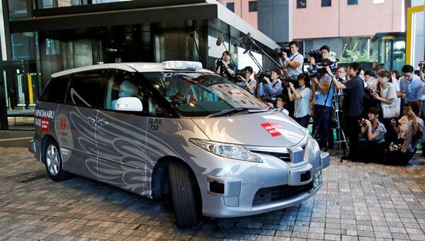 Старт испытаний беспилотных такси с пассажирами на борту в Токио, Япония. 27 августа 2018 - Sputnik Ўзбекистон