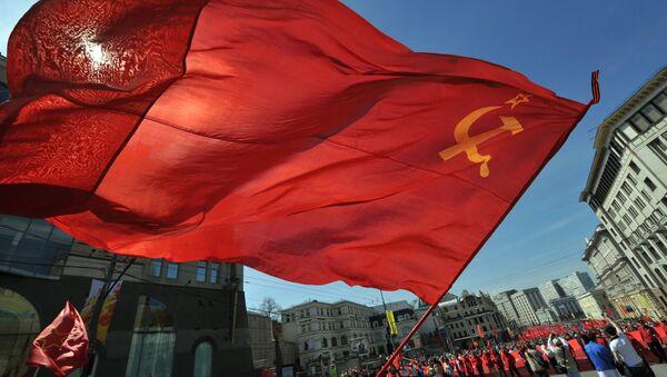 Gʻalabaning 68 yilligiga bagʻishlangan Kommunistik partiya mitingi - Sputnik Oʻzbekiston