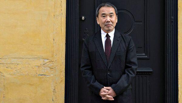 Японский писатель Харуки Мураками - Sputnik Ўзбекистон