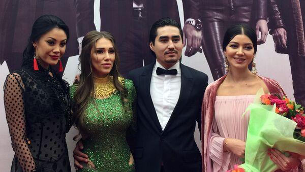 Во время премьеры фильма начинающего режиссера Рустама Мелиева — Maqsad (Цель) - Sputnik Узбекистан
