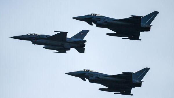 Самолёты F-16 - Sputnik Ўзбекистон