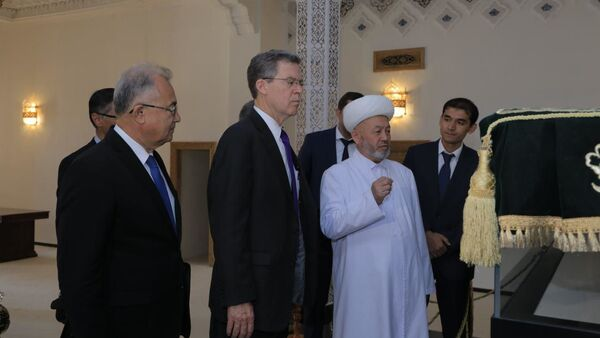 Встреча посла США по религиозным делам в комитете Мусульман Узбекистана - Sputnik Ўзбекистон