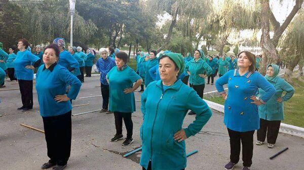 Массовые занятия утренней гимнастикой в Ташкенте - Sputnik Ўзбекистон