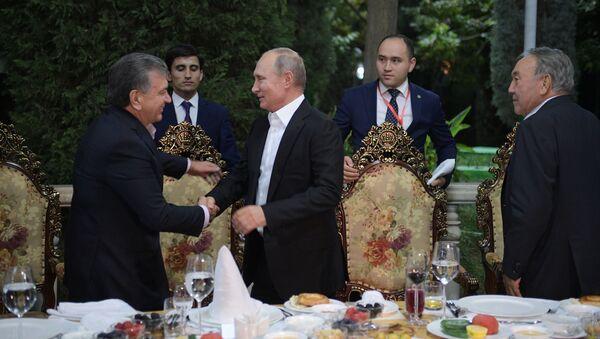 Президент России Владимир Путин прибыл в Душанбе на саммит глав государств СНГ - Sputnik Узбекистан
