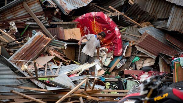 Razrusheniya posle zemletryaseniya i tsunami v Indonezii - Sputnik Oʻzbekiston