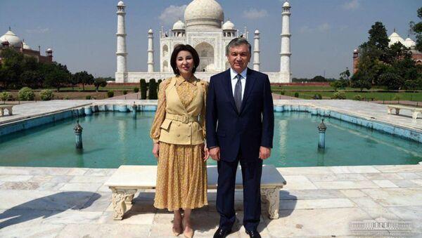 Shavkat Mirziyoyev s suprugoy 30 sentyabrya posetili kompleks Tadj-Maxal v Agre - Sputnik Oʻzbekiston