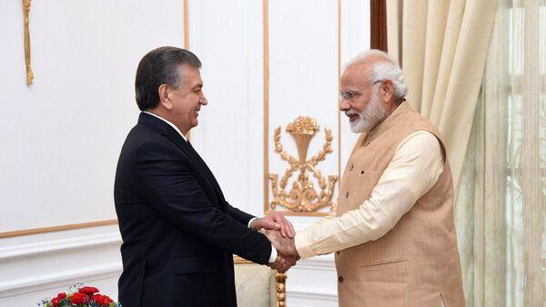 Prezident Uzbekistana Shavkat Mirziyoyev i premyer-ministr Indii Narendra Modi - Sputnik Oʻzbekiston