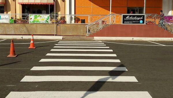 Парковки для автотранспорта у торгового комплекса Пойтахт  - Sputnik Узбекистан