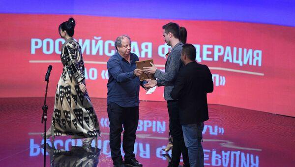 Награждение лауреата ТЭФИ-Содружество от Российской Федерации - Sputnik Узбекистан
