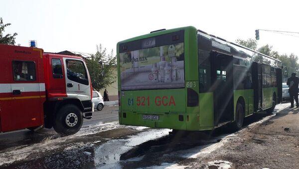 Пассажирский автобус загорелся в Ташкенте - Sputnik Ўзбекистон