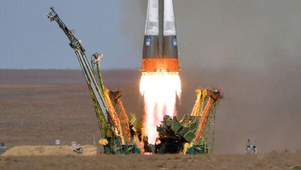 Старт ракеты-носителя Союз-ФГ с пилотируемым кораблем Союз МС-10 - Sputnik Узбекистан