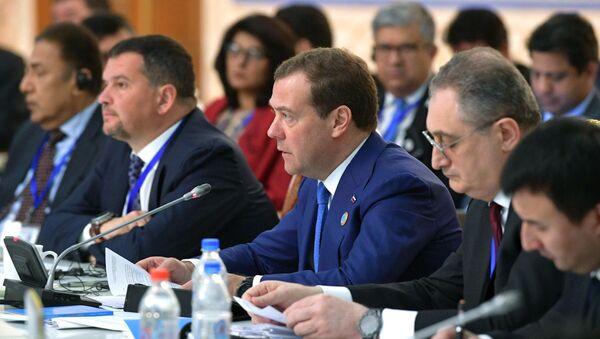 Премьер-министр РФ Д. Медведев принимает участие в заседании Совета глав правительств ШОС - Sputnik Узбекистан