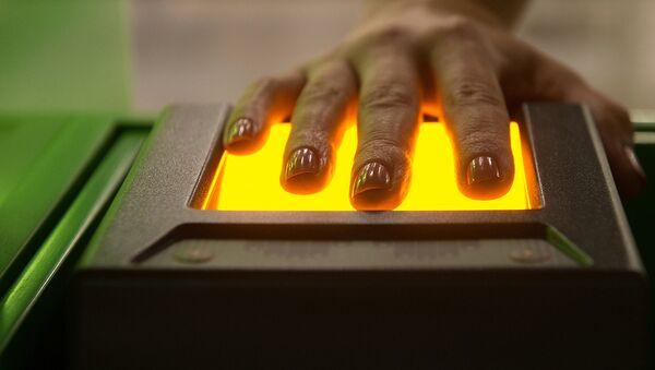 Сканирующее отпечатки пальцев устройство - Sputnik Узбекистан