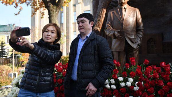Памятник первому президенту Узбекистана И. Каримову открыли в Москве  - Sputnik Ўзбекистон