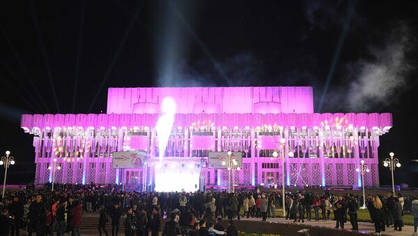 Ярко и звучно: как проходит первое лазерное шоу в Ташкенте - Sputnik Узбекистан