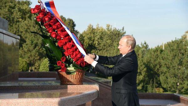 Владимир Путин посетил площадь Мустакиллик - Sputnik Ўзбекистон