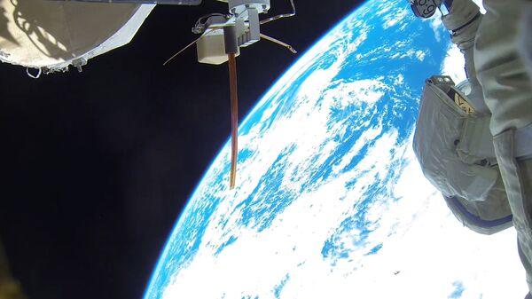 Roskosmos predstavil pervыe fotografii rekordnogo vыxoda v otkrыtыy kosmos kosmonavtov A. Misurkina i A. Shkaplerova - Sputnik Oʻzbekiston