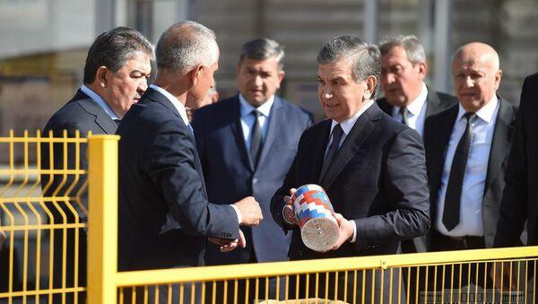 Шавкат Мирзиёев ознакомился с ходом строительства Юнусабадской линии Ташкентского метрополитена - Sputnik Ўзбекистон