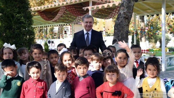 Шавкат Мирзиёев посетил детский сад №74 в махалле Богишамол Юнусабадского района г. Ташкента - Sputnik Ўзбекистон