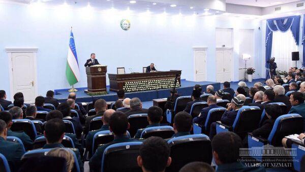 Шавкат Мирзиёев провел в Узэкспоцентре совещание - Sputnik Узбекистан