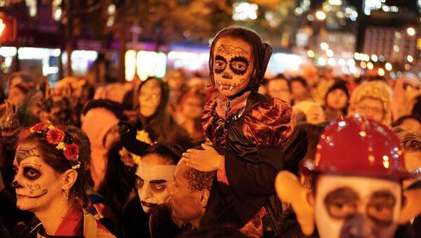 Парад по случаю праздника Хэллоуин в Нью-Йорке - Sputnik Ўзбекистон