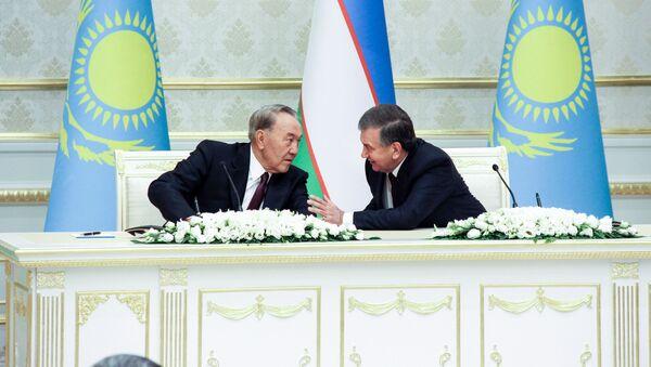 Glava Kazaxstana Nursultan Nazarbayev i prezident Uzbekistana Shavkat Mirziyoyev - Sputnik Oʻzbekiston