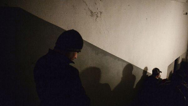 Иностранные рабочие выходят на улицу - Sputnik Узбекистан
