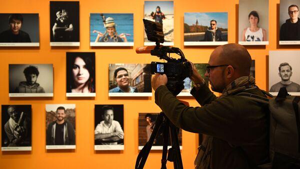 Открытие выставки победителей IV международного конкурса имени А. Стенина - Sputnik Узбекистан