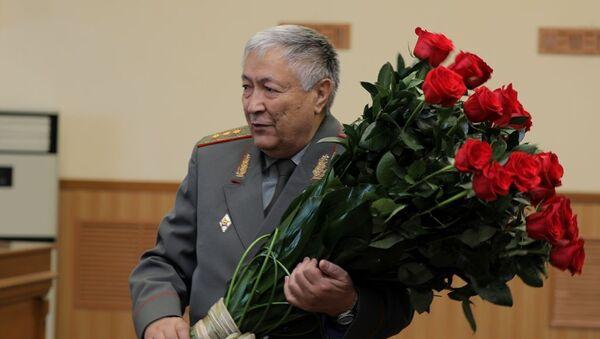 Pervыy ministr oboronы nezavisimogo Uzbekistana Rustam Axmedov prazdnuyet yubiley - Sputnik Oʻzbekiston