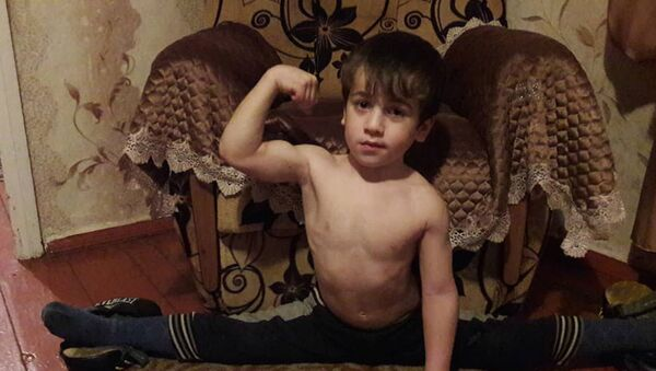 Пятилетний чеченец отжался 4105 раз за 146 минут - Sputnik Ўзбекистон