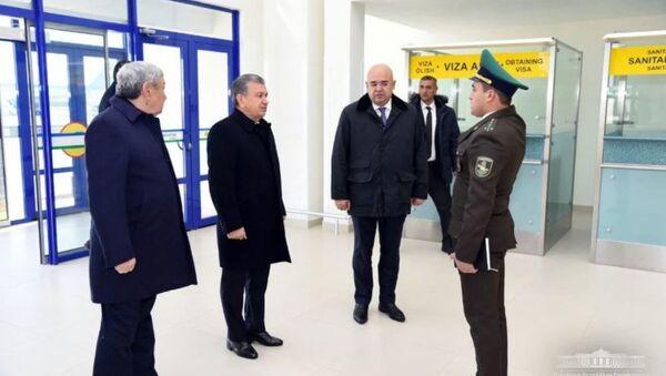 Шавкат Мирзиёев осмотрел аэропорт в Нукусе - Sputnik Ўзбекистон