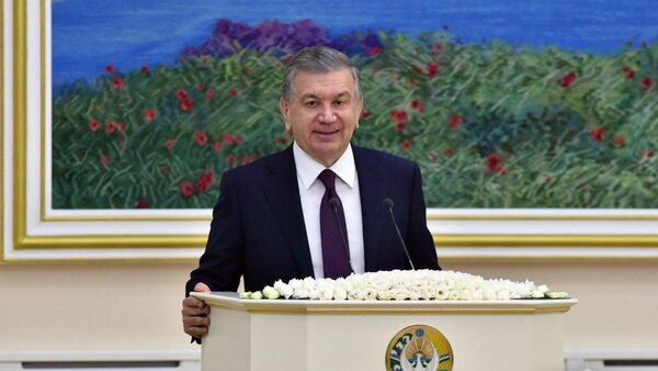 Prezident Uzbekistana Shavkat Mirziyoyev vo vremya vizita v Nukus - Sputnik Oʻzbekiston
