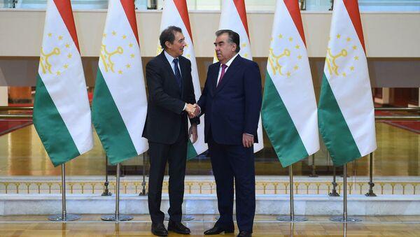 Эмомали Рахмон и вице-президент Всемирного Банка Сирил Мюллер - Sputnik Узбекистан