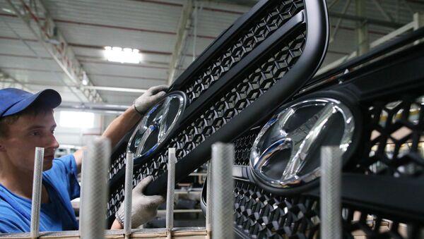 Сборка и выпуск грузовиков Hyundai на предприятии Автотор - Sputnik Ўзбекистон